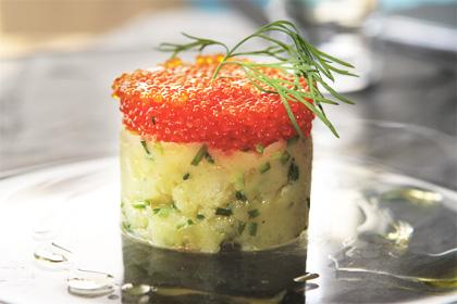 Potatiskanapé med smör, gräslök och kaviar