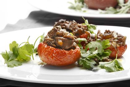 Ugnsbakade tomater med oxlägg och linser
