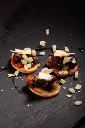 Kanapé med älghals, selleri och parmesanost recept
