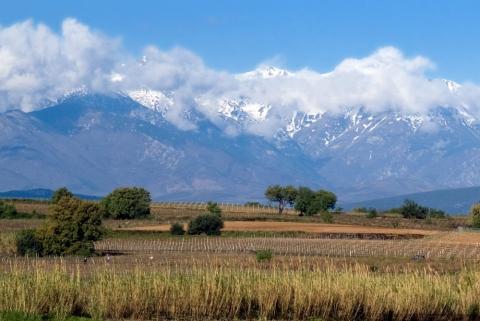 Pyrenéerna Snögränsen ligger på den regnrikare norra sidan vid ca 2 700 meter och på södra sidan vid 3 000 meter.
