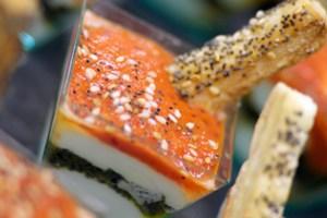 Cocktail med getostkräm, tapenade och puré på rostade grönsaker