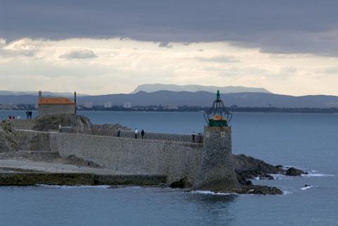 Collioure, det har funnits en naturlig hamn och platsen har varit åtråvärd och omstridd