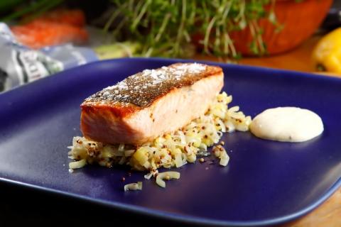 Halstrad laxfilé med senapspurjo och senapssås recept