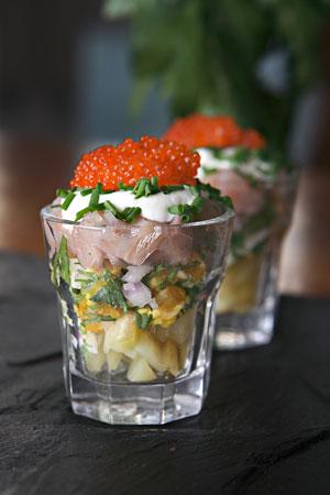 Matjessnaps med färskpotatis och stenbitsrom recept