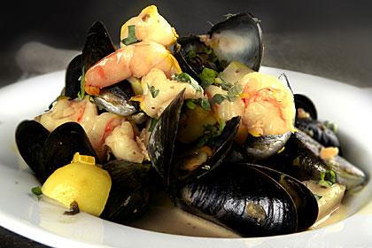 Recept Skaldjursgryta med musslor, räkor och saffran