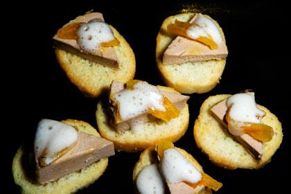 Anklever med periskovinäger, honung och aprikoser