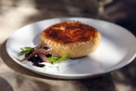 Paj med tonfisk och emmentalerost