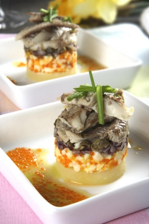 Böckling | Recept Böcklingtartar med kokt ägg och kaviarvinägrette