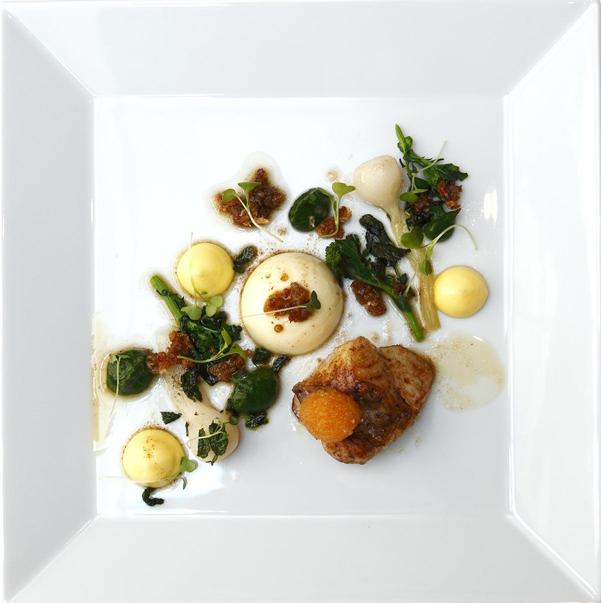 Restaurang Lux: Stekt gös, insjölöjrom och mousseline på Ängsö-fisk med krämigt brynt smör, sommargyllen och gravad citron