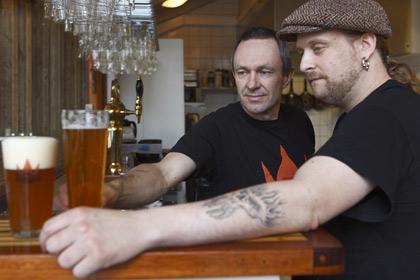Lars Landeman av grundarna med Mattias Hammenlind, bryggmästare på Sigtuna Brygghus
