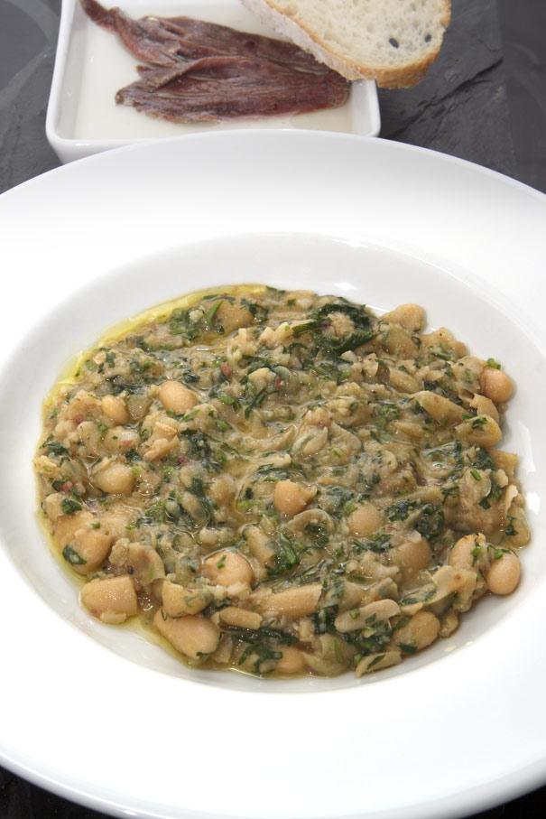 Recept Bönsoppa med vitlök och sardeller