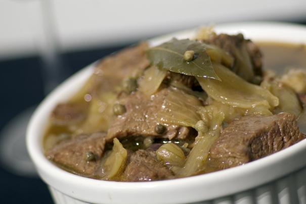 Sydfransk köttgryta med kapris och sardeller